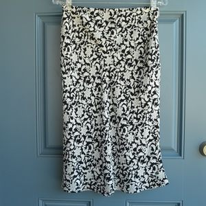 Black/White Floral Print Skirt by Lands' End Sz. 6